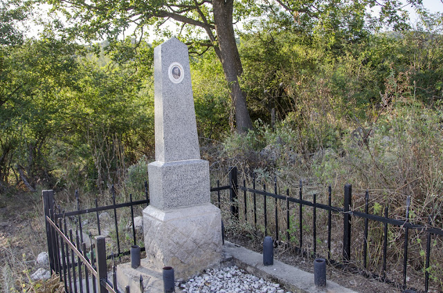 Гроб на Климент Џеров - бугарски генерал кој загинал во близина на село Груниште за време на Првата светска војна