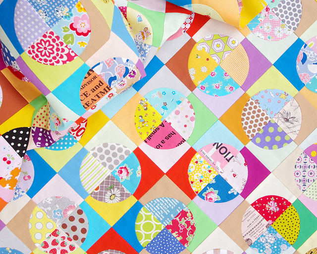 Confetti Drunkard's Path Scrap Quilt | Red Pepper Quilts 2016