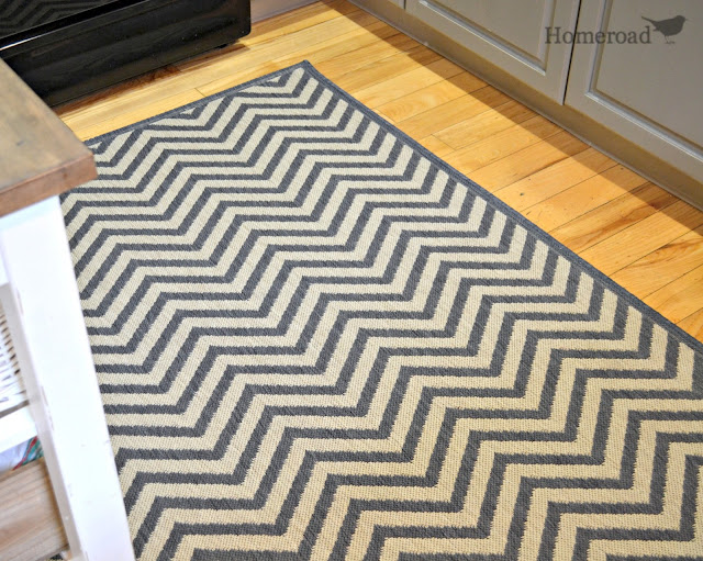 chevron rug for the kitchen www.homeroad.net