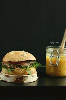 http://www.everydaycooking.pl/2016/02/burgery-z-czarnej-fasoli-i-kaszy.html