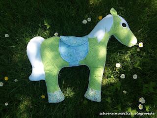 Kuschelpferd grün-weiß