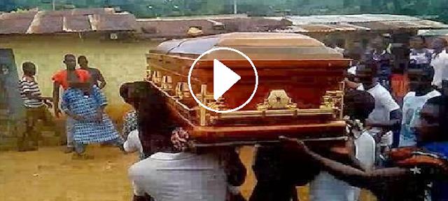 GEMPAR!! Video mayat wanita dalam keranda ini TERBANG menuju ke rumah pembunuhnya...