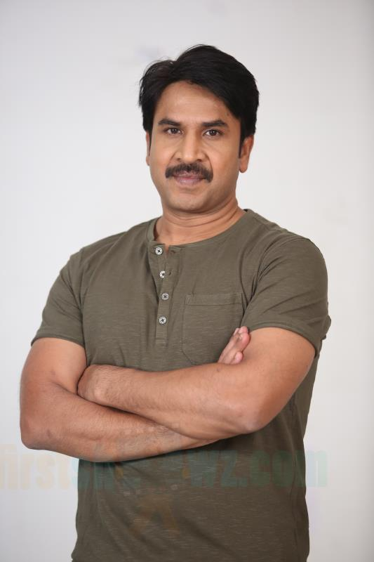 Srinivas Reddy Jamba Lakidi Pamba Movie Stills - Latest