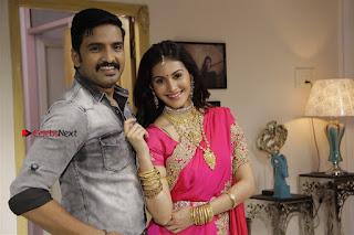 Santhanam Amyra Dastur Starring Odi Odi Uzhaikkanum Tamil Movie Stills  0006.jpg