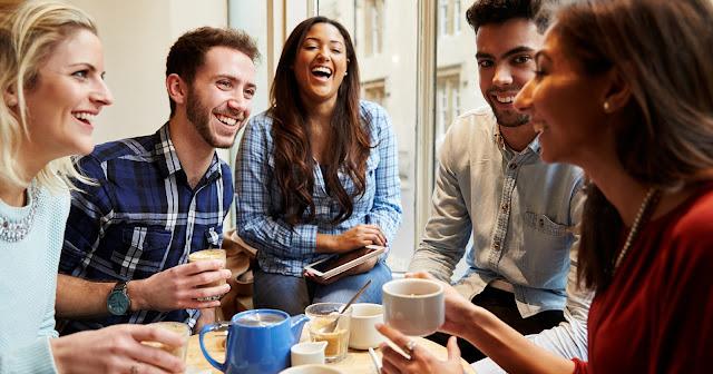 4+ Alasan Anak Muda Suka Ngopi di Cafe Bersama Teman