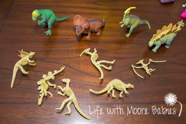 Skeleton matching activity with dinos