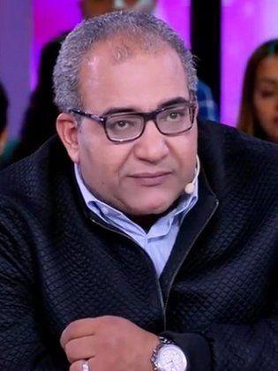 """"""" بيومي فؤاد"""" يلمح لمثل شعبي قبيح باسم مسلسل عيان في ميت"""