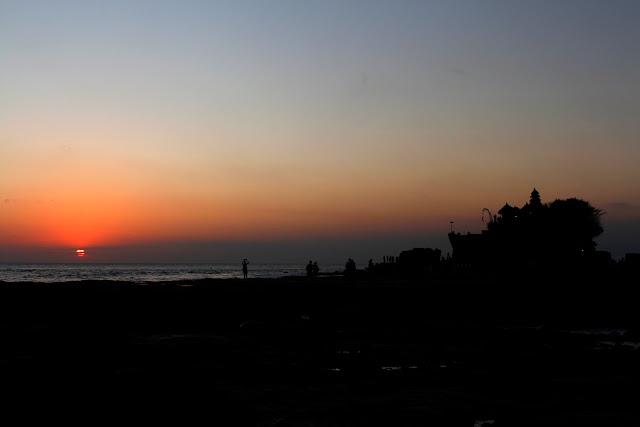 Tanah lot al atardecer (Bali)