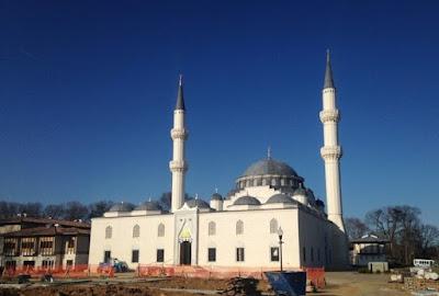 kenapa dianjurkan berdoa ketika masuk masjid ?