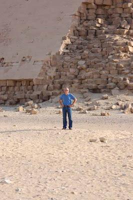 Les pyramides en béton reconstitué ?