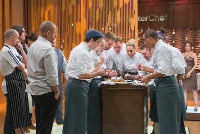 Competidores terão de reproduzir o arroz de bacalhau do estrelado Tête à Tête - Divulgação/Band
