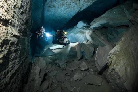 Εντυπωσιακό και μοναδικό υποθαλάσσιο σπήλαιο ανακάλυψαν δύτες στην Κρήτη