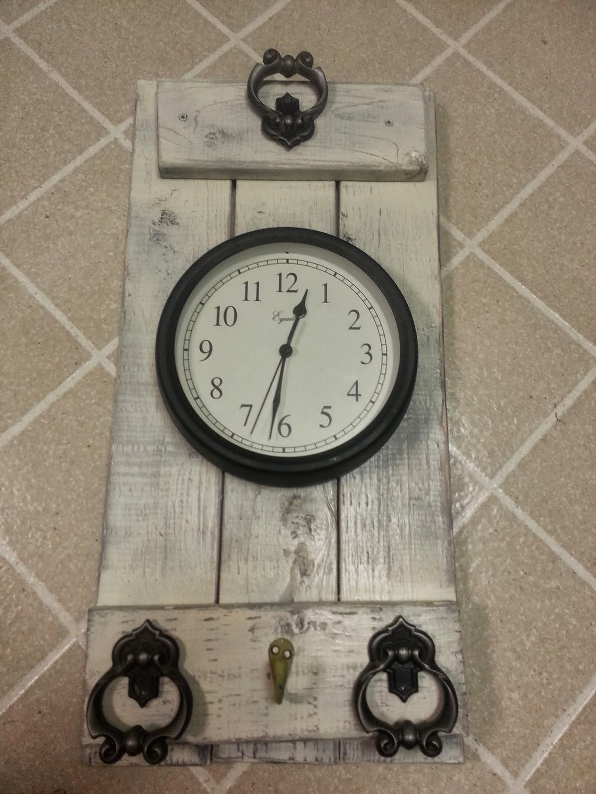 Freckles 'n' Family: Rustic Bathroom Wall Clock