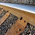Tau Gak Sih Mengapa di Rel Kereta Api Banyak Batu, Rel Diberi Batu Kerikil