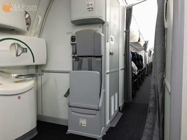 JALエコノミークラス座席 JAL Economyclass-flight-seat