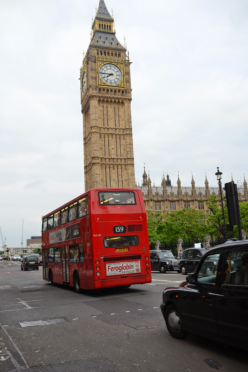 arriving back to one of my favorite places ever london the double decker red bus s phone booths and architecture just get me going  [ 950 x 1423 Pixel ]