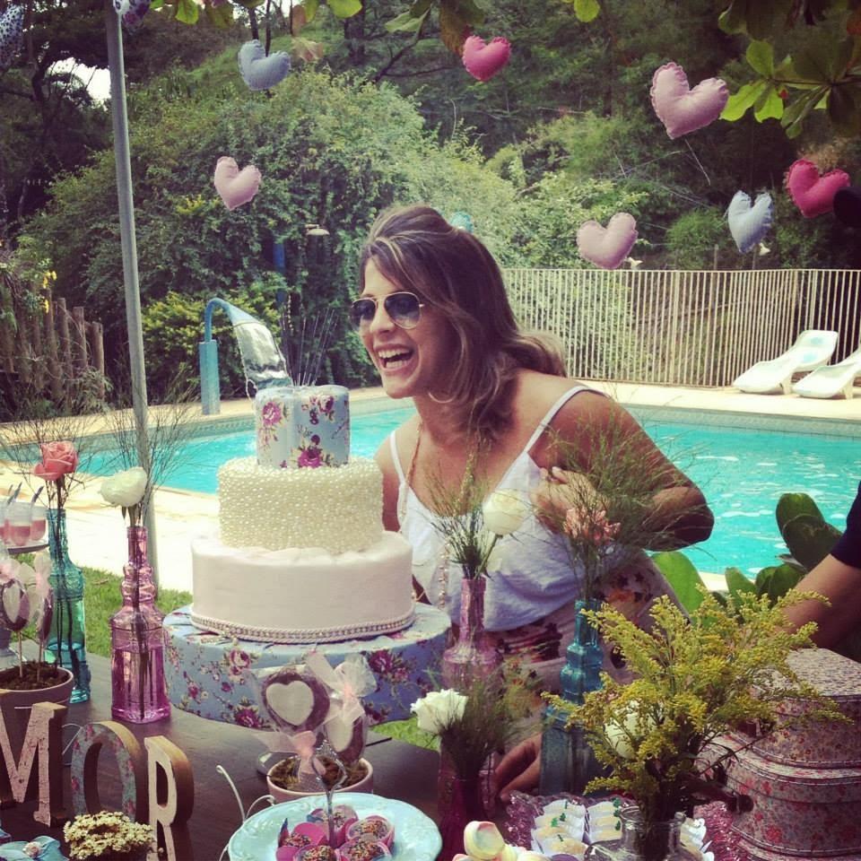 festa-decoracao-romantica-mesa-bolo-7