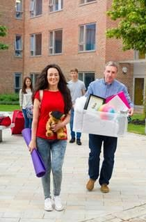 parent moving teen into dorm