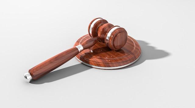 Skarga na brak odpowiedzi dla prasy zasadna, ale czy zgodna z Konstytucją?