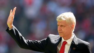 Wenger sepakati kontrak baru, pro kontra di kalangan suporter berlanjut