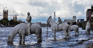 Τα εντυπωσιακά αγάλματα που είναι ορατά μόνο 2 ώρες την ημέρα