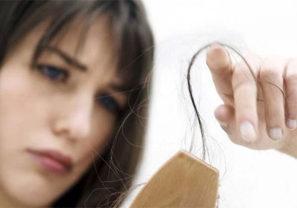Γιατί τα μαλλιά πέφτουν περισσότερο το καλοκαίρι