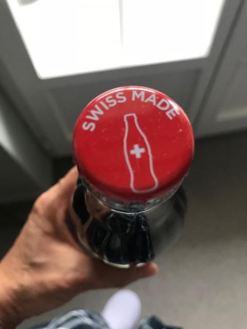 スイスのコカコーラの栓にはスイスメイドのマークがあった