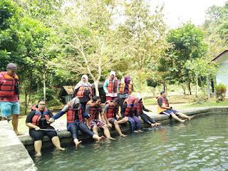Terapi kaki di sungai citumang