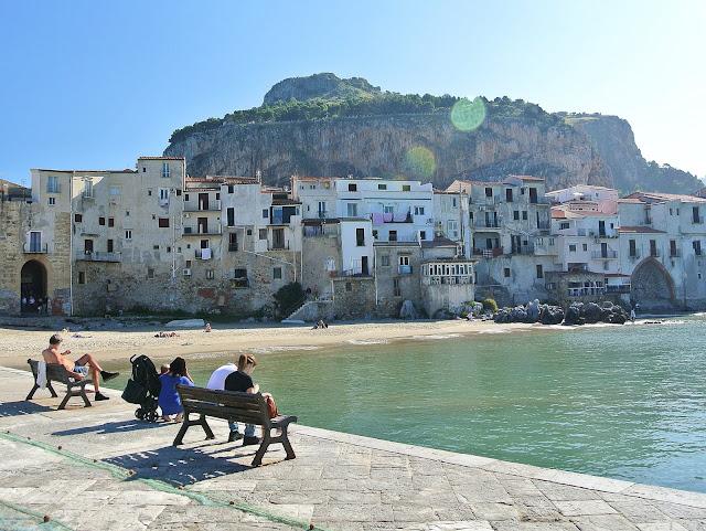Cefalu piękne widoki na miasto,  morze