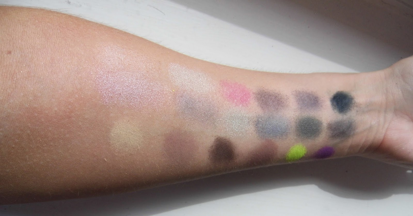Makeup Revolution - Dia de los Muertos Eyeshadow Palette Swatches