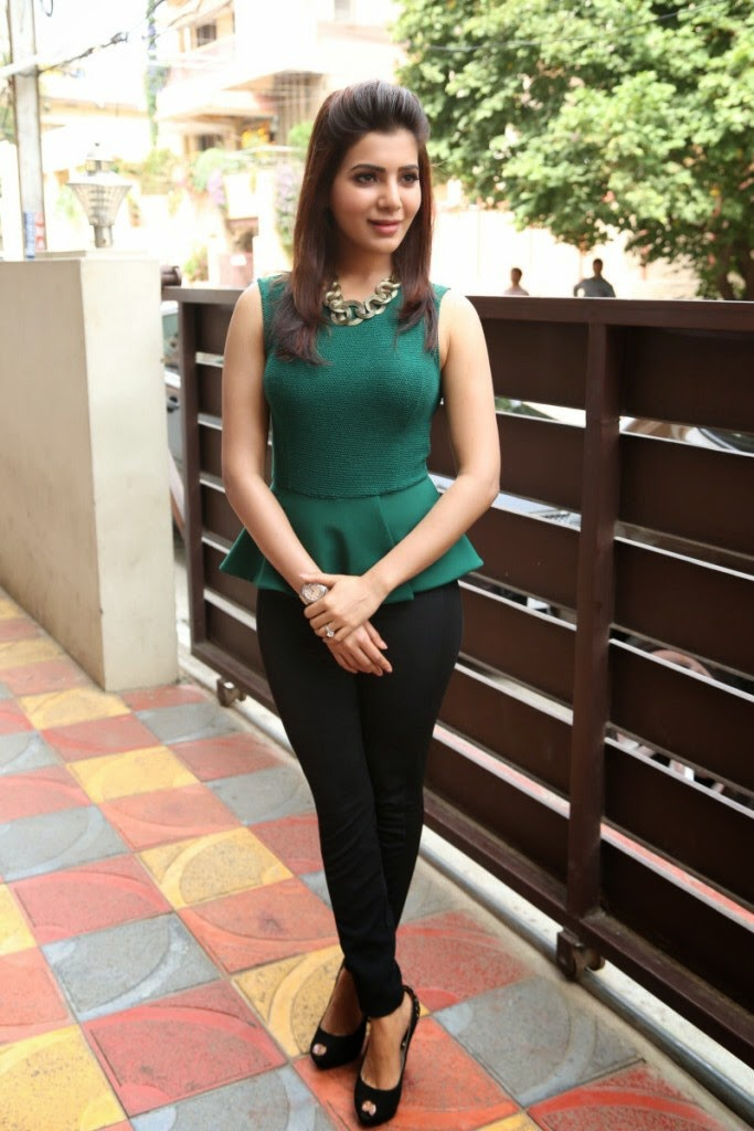Gorgious Samantha photos in tight jeans green top