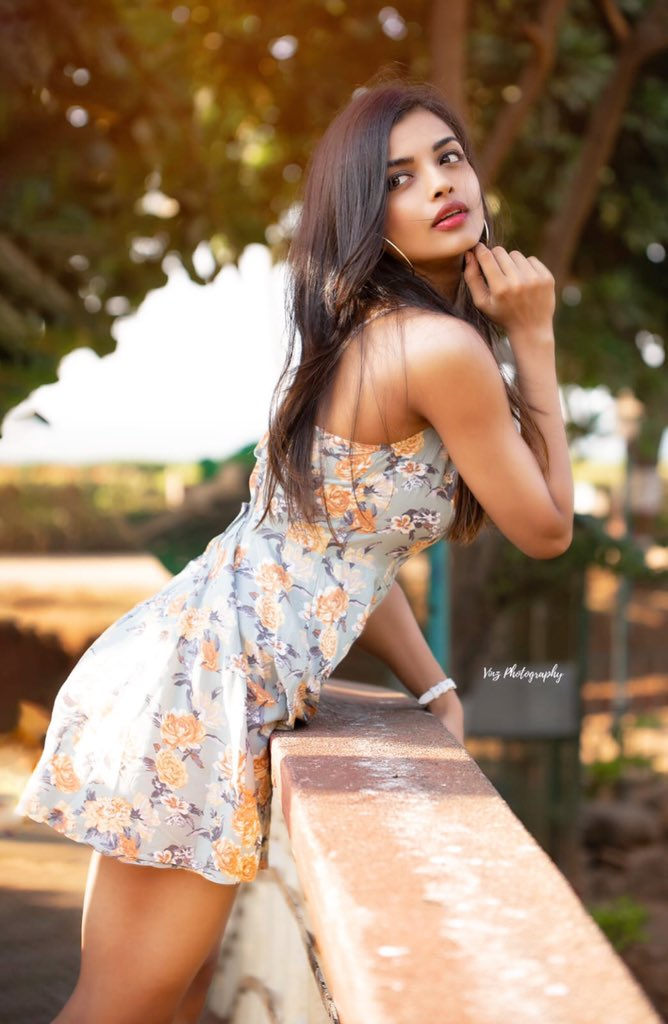 Ashna Zaveri New Pics - Latest Movie Updates, Movie Promotions, Branding  Online and Offline Digital Marketing Services