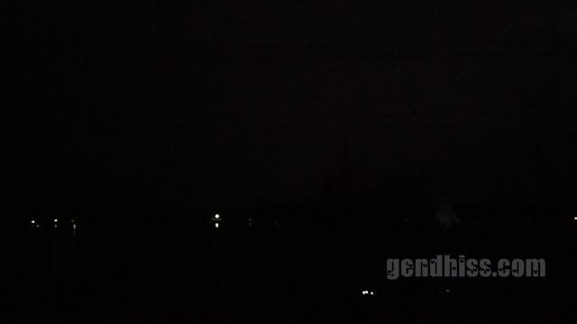 Kondisi gelap total saat gerhana matahari total