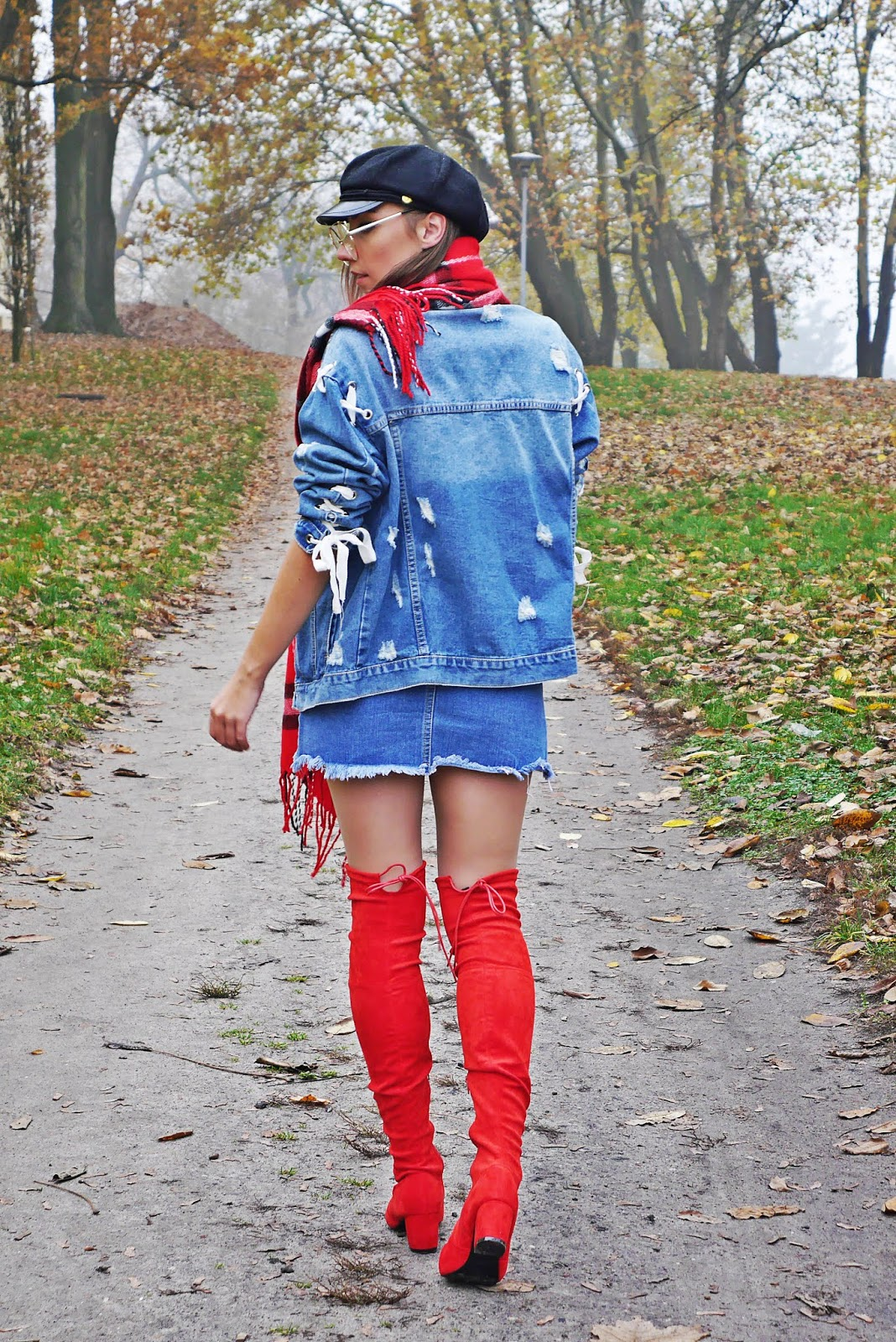 11_red_high_knee_boots_denim_jacket_outfit_karyn_blog-modowy_041118