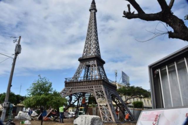 Vecinos advierten réplica de Torre Eiffel les quitará la paz