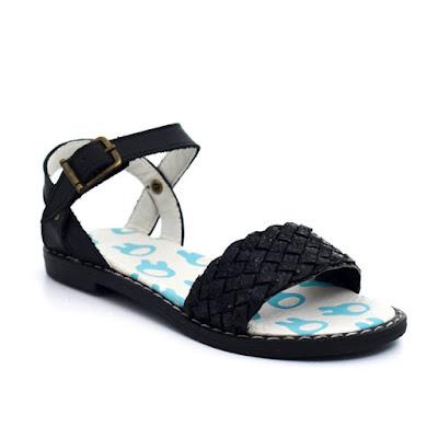 Moda primavera verano 2018 sandalias para niñas.