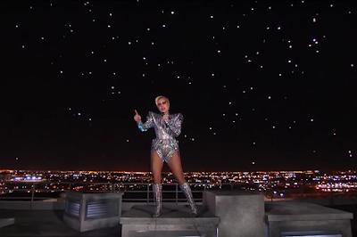 300 drones Intel acompañaron a Lady Gaga en el descanso del Super Bowl 2017