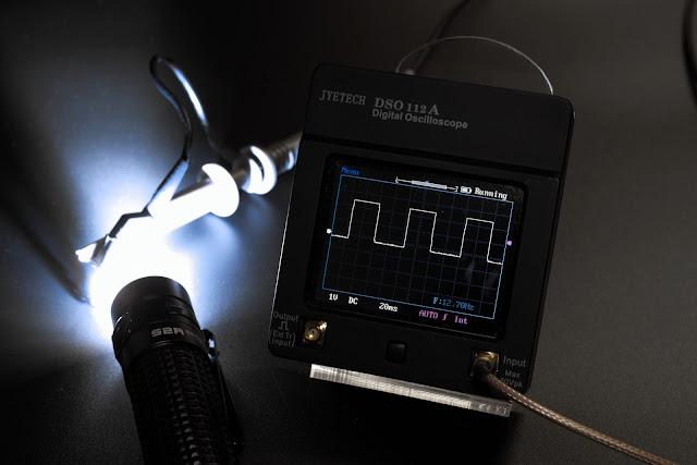Stroboskop w latarce Olight S2R BatonII wynosi 12,7Hz