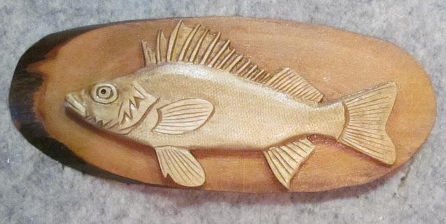 панно из дерева в подарок рыбаку