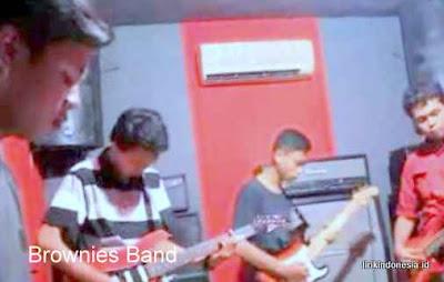 Lirik Lagu Lo Gak Salah Brownies Band