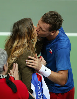 Tomas launches a passionate kiss to his wife