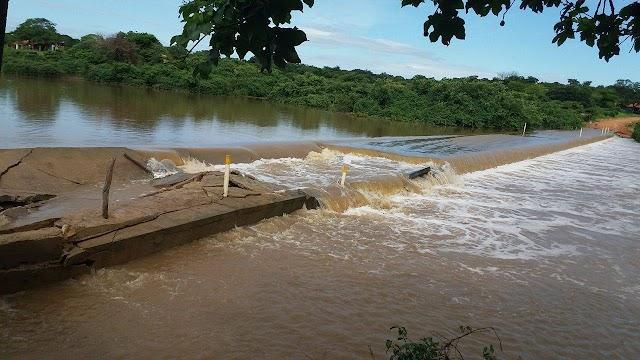 URGENTE: Passagem molhada do Carneiro não aguenta e rompe