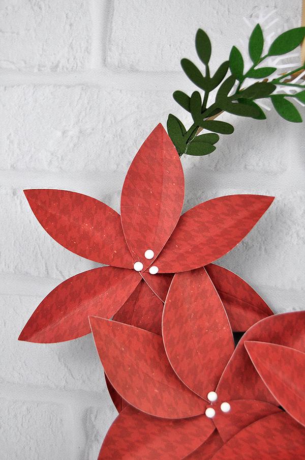 Christmas Embroidery Hoop Wreath designed by Jen Gallacher for www.echoparkpaper.com. #christmaswreath #embroideryhoopwreath #christmascraft #jengallacher #echoparkpaper