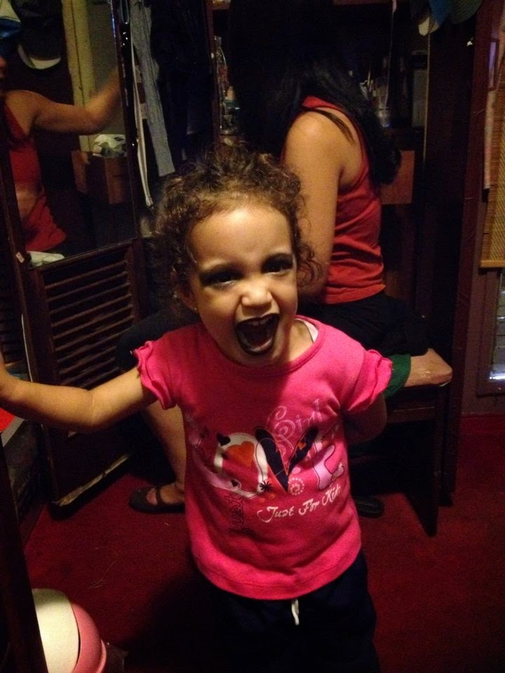 Hija maquillada para Halloween
