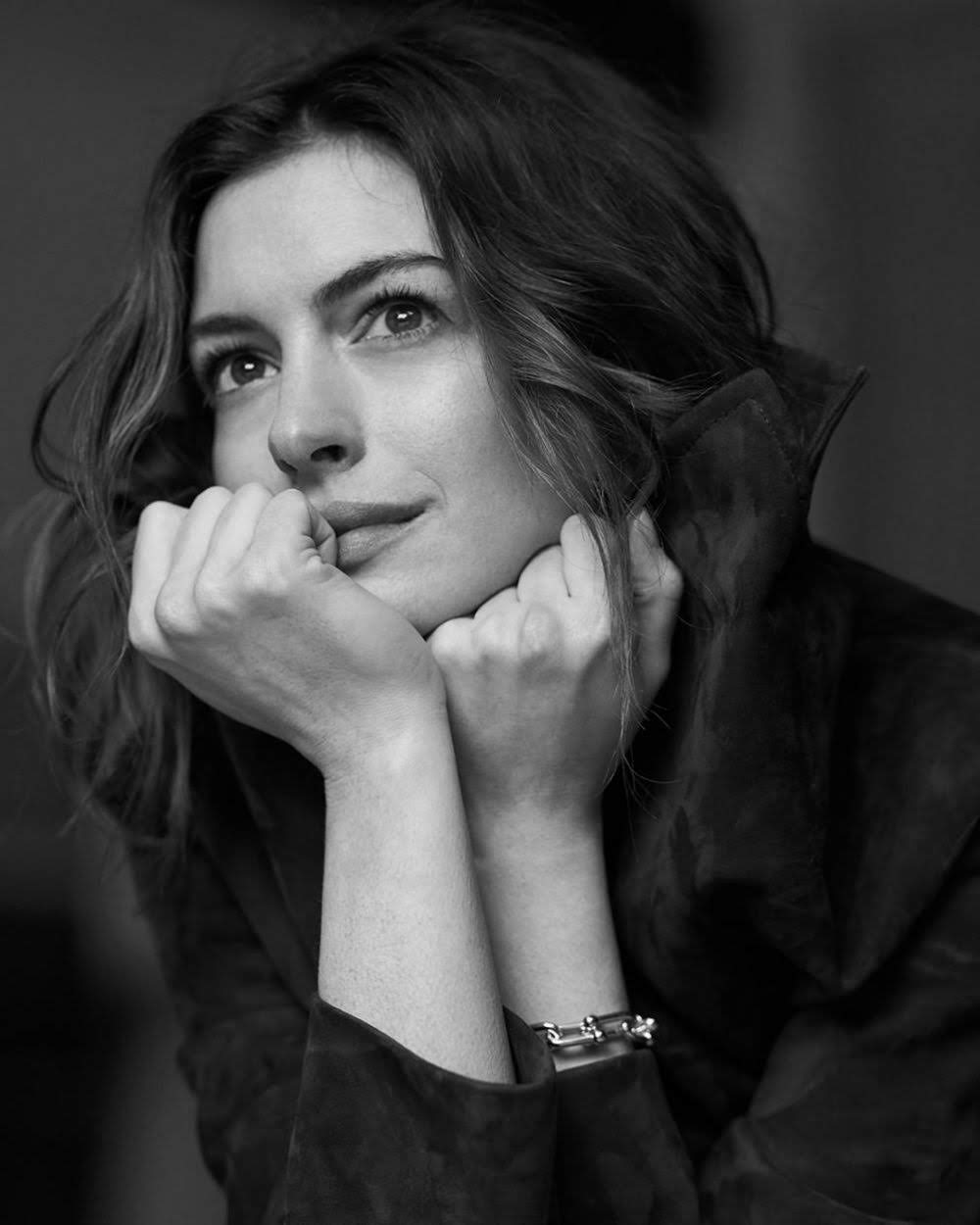 Anne Hathaway on The Style :「ペテン師とサギ師」をリメイクしたコメディ映画「ザ・ハッスル」のアン・ハサウェイが、ザ・スタイルに登場 ! !