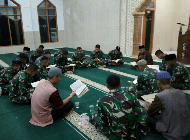 Prajurit Kostrad Isi Ramadhan Dengan Kegiatan Tadarus Al- Qur'an