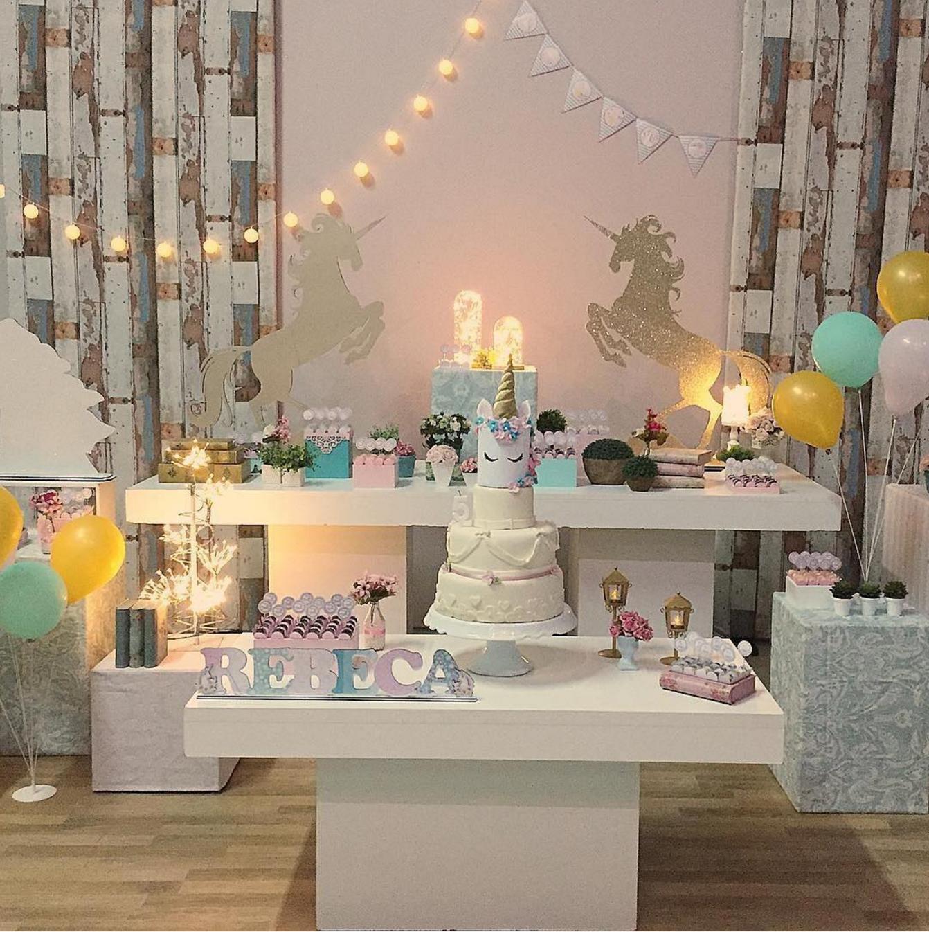 101 fiestas ideas para decorar tu fiesta de unicornio for Decoracion para pared de unicornio