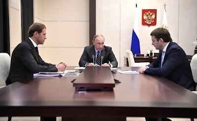 Vladimir Putin, Denis Manturov, Maxim Oreshkin.
