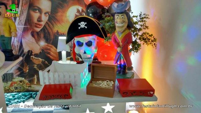 Mesa decorada provençal Piratas do Caribe - Festa de aniversário infantil