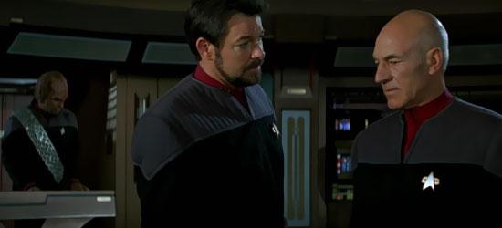 Il Tenente Comandante Worf (Michael Dorn), Il Comandante Riker (Jonathan Frakes) ed il Capitano Picard (Patrick Stewart) in una scena del film Star Trek Primo Contatto - TG TREK: Notizie, Novità, News da Star Trek